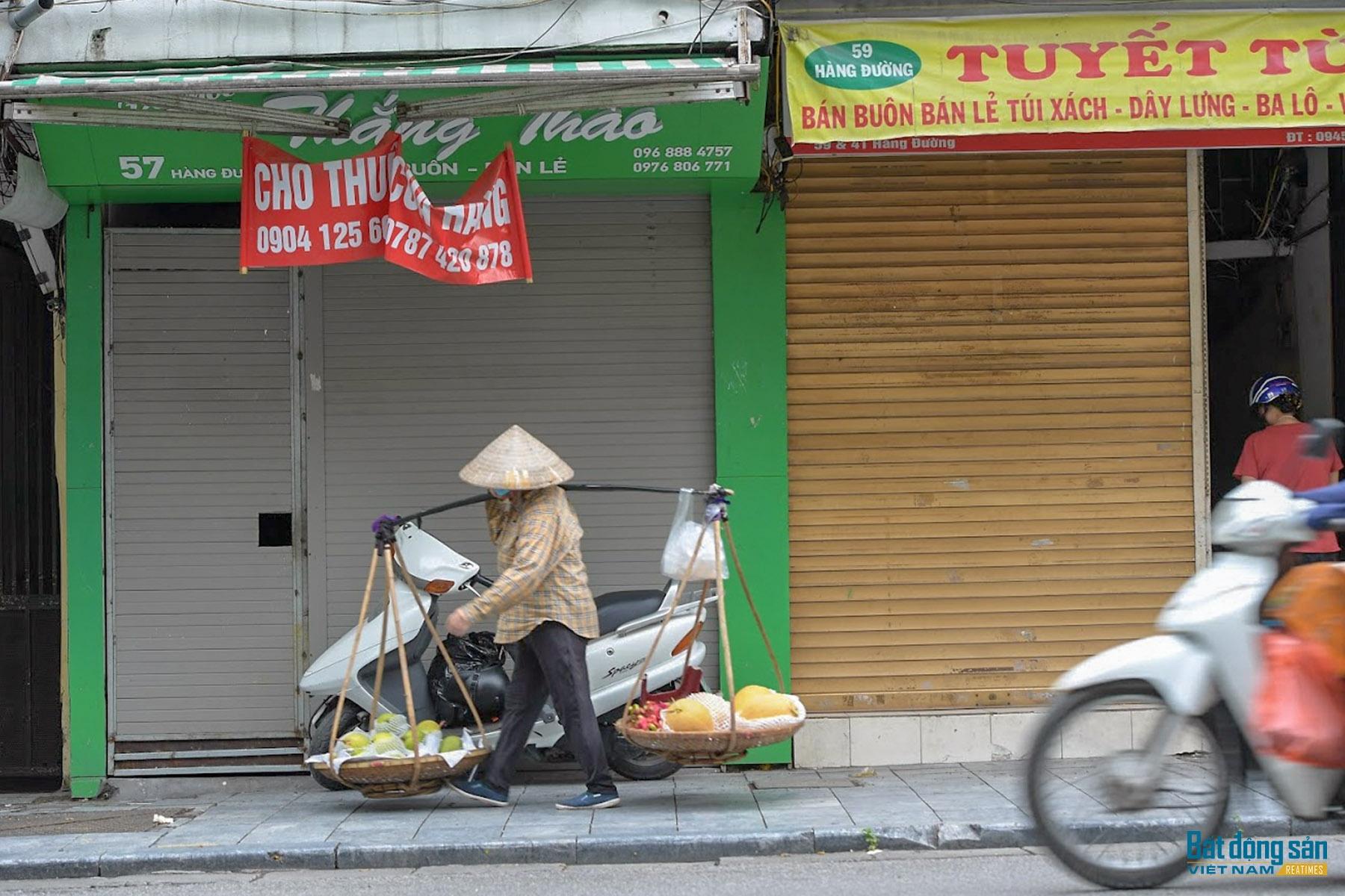hang loat cua hang im im dong bien cho thue mat bang giang khap pho co